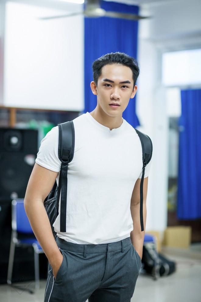 Ngôi trường Đại học ở TPHCM đi 3 bước là gặp trai đẹp, toàn soái ca 6 múi đến mức em trai Sơn Tùng MTP cũng phải chào thua! - ảnh 12
