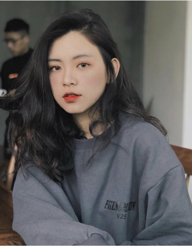 Nữ sinh trường con nhà giàu ở Hà Nội được truy lùng chỉ vì một nụ cười toả sáng, biết profile chi tiết càng nể phục hơn - ảnh 1