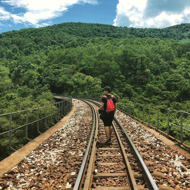 """Hot nhất Đà Nẵng hiện tại chính là """"cổng trời"""" mới toanh dưới chân đèo Hải Vân, nơi có đoàn tàu qua núi đẹp hệt trong phim - ảnh 10"""