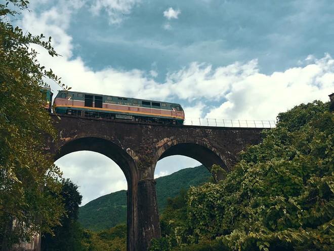 """Hot nhất Đà Nẵng hiện tại chính là """"cổng trời"""" mới toanh dưới chân đèo Hải Vân, nơi có đoàn tàu qua núi đẹp hệt trong phim - ảnh 21"""