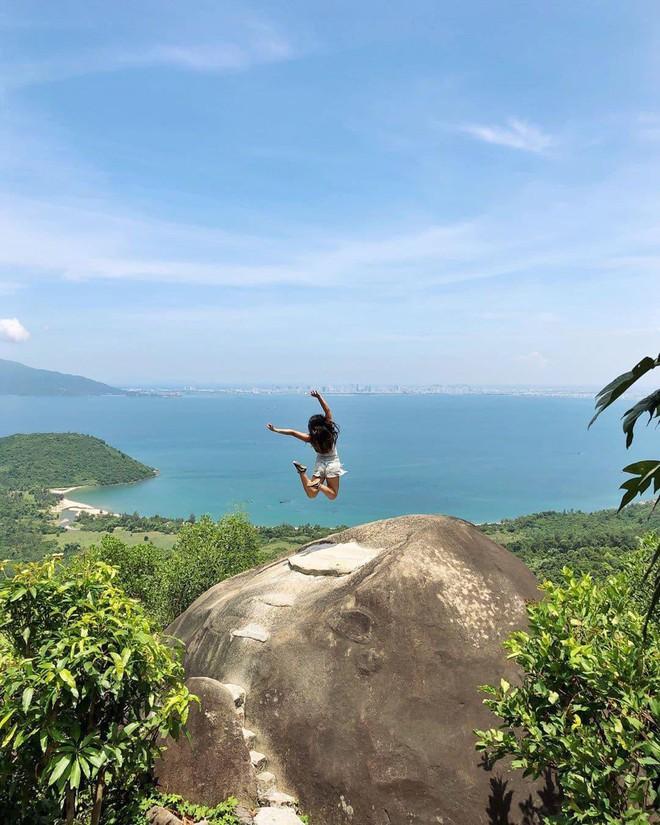 """Hot nhất Đà Nẵng hiện tại chính là """"cổng trời"""" mới toanh dưới chân đèo Hải Vân, nơi có đoàn tàu qua núi đẹp hệt trong phim - ảnh 3"""
