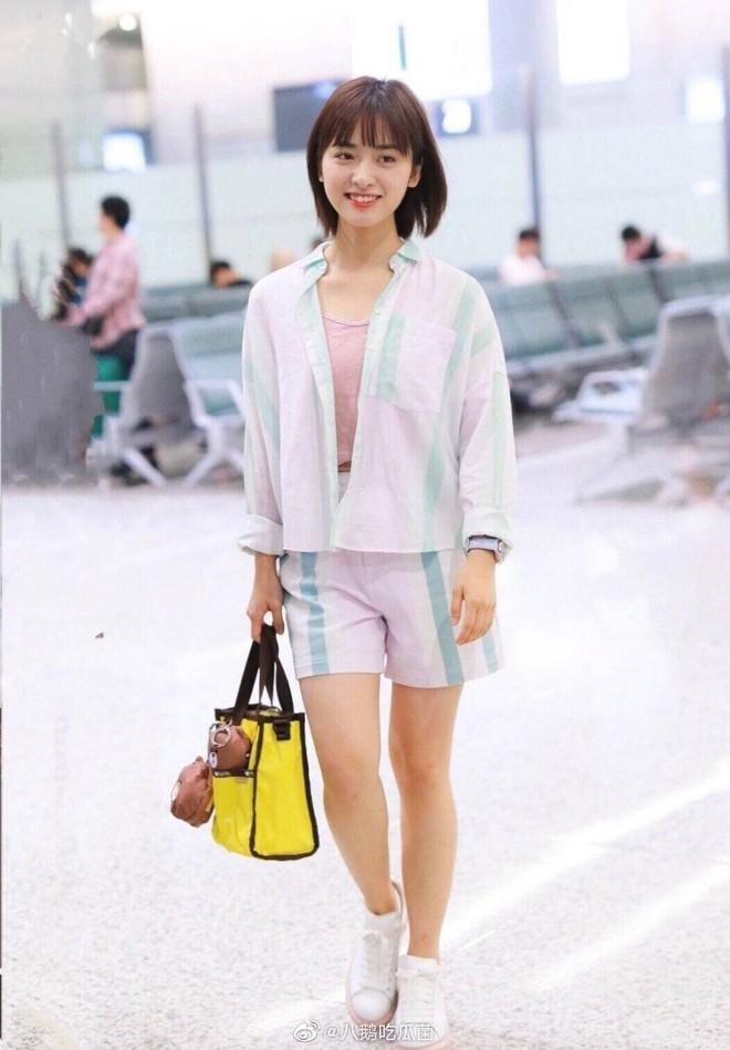 Ảnh sân bay không photoshop của Dương Tử bị chê thảm hoạ tơi tả, netizen: Thẩm Nguyệt còn khá khẩm hơn nhiều - ảnh 5