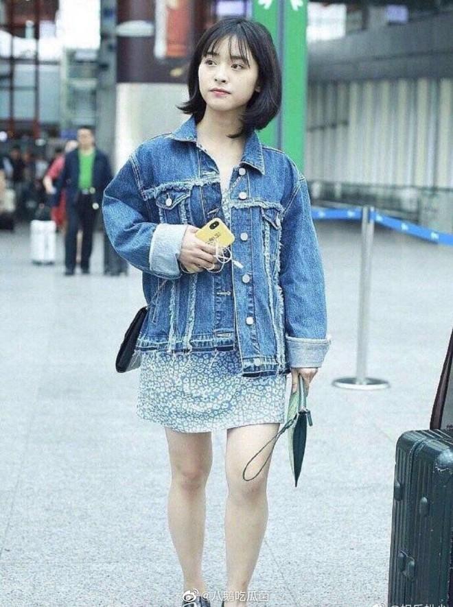 Ảnh sân bay không photoshop của Dương Tử bị chê thảm hoạ tơi tả, netizen: Thẩm Nguyệt còn khá khẩm hơn nhiều - ảnh 4