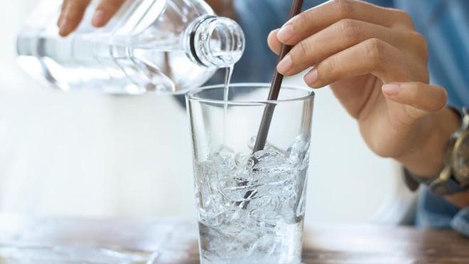 Thói quen uống nước của nhiều người vào mùa hè khiến chàng trai 28 tuổi bị nhồi máu cơ tim cấp tính - ảnh 4