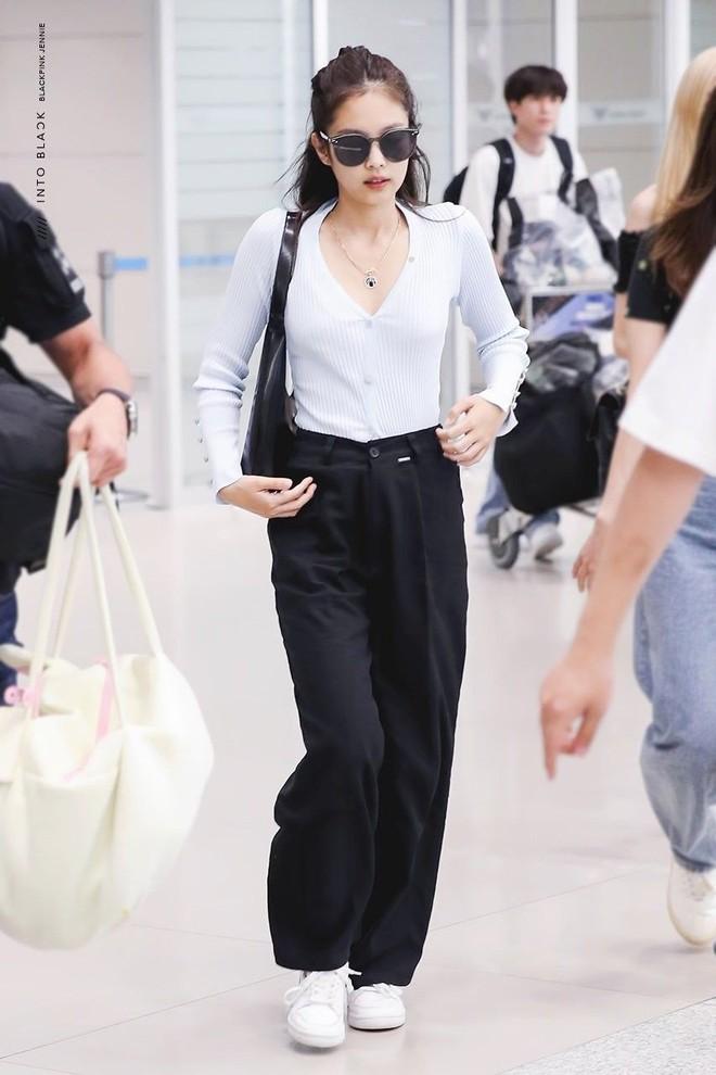 Jennie đúng là điệu nhất Black Pink: chọn túi cũng phải tông xuyệt tông với trang phục mới chịu - ảnh 10