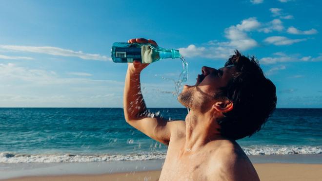 Thói quen uống nước của nhiều người vào mùa hè khiến chàng trai 28 tuổi bị nhồi máu cơ tim cấp tính - ảnh 2