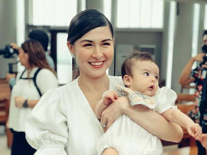 Lần hiếm hoi mỹ nhân đẹp nhất Philippines có hành động gây tranh cãi, có thể nguy hại đến sức khoẻ quý tử - Ảnh 2.