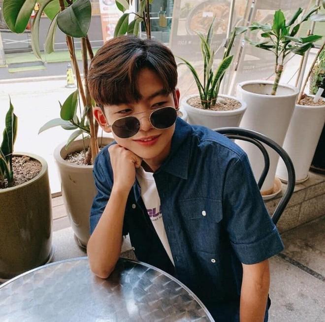 Sao nhí Ông ngoại tuổi 30 một thời lột xác ngoại hình sau 11 năm rời xa màn ảnh, netizen Việt khen ngợi tới tấp - Ảnh 1.