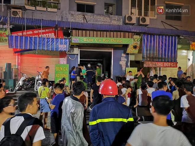 Cháy kiot chân toà nhà, hàng trăm người dân chung cư Kim Văn - Kim Lũ hoảng hốt tháo chạy - ảnh 3