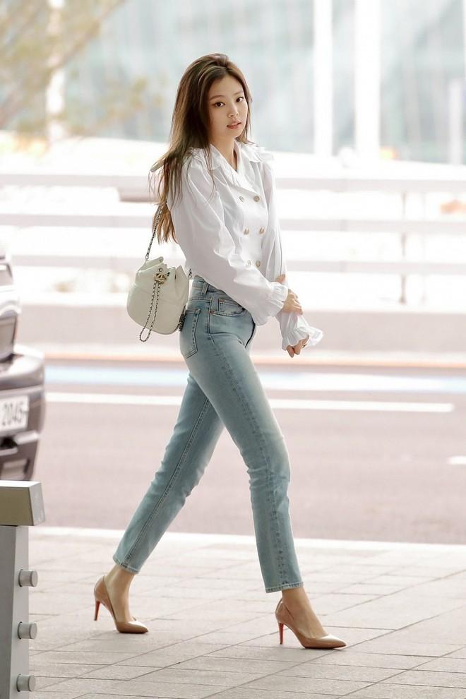 Jennie đúng là điệu nhất Black Pink: chọn túi cũng phải tông xuyệt tông với trang phục mới chịu - ảnh 12