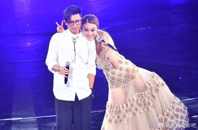 Thêm 1 căp đôi chị em tan vỡ: Vương Phi đá Tạ Đình Phong hẹn hò trai trẻ, kịch bản y hệt vụ Goo Hye Sun ly hôn? - ảnh 7