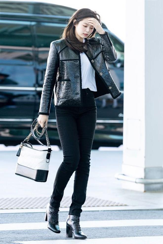 Jennie đúng là điệu nhất Black Pink: chọn túi cũng phải tông xuyệt tông với trang phục mới chịu - ảnh 13
