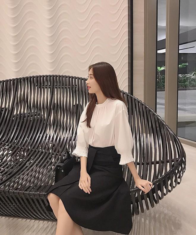 """Đối lập như Hà Tăng và Hoa hậu Thu Thảo: Cùng mê áo trắng nhưng người đậm chất công sở, người lại hack"""" tuổi tài tình - ảnh 4"""