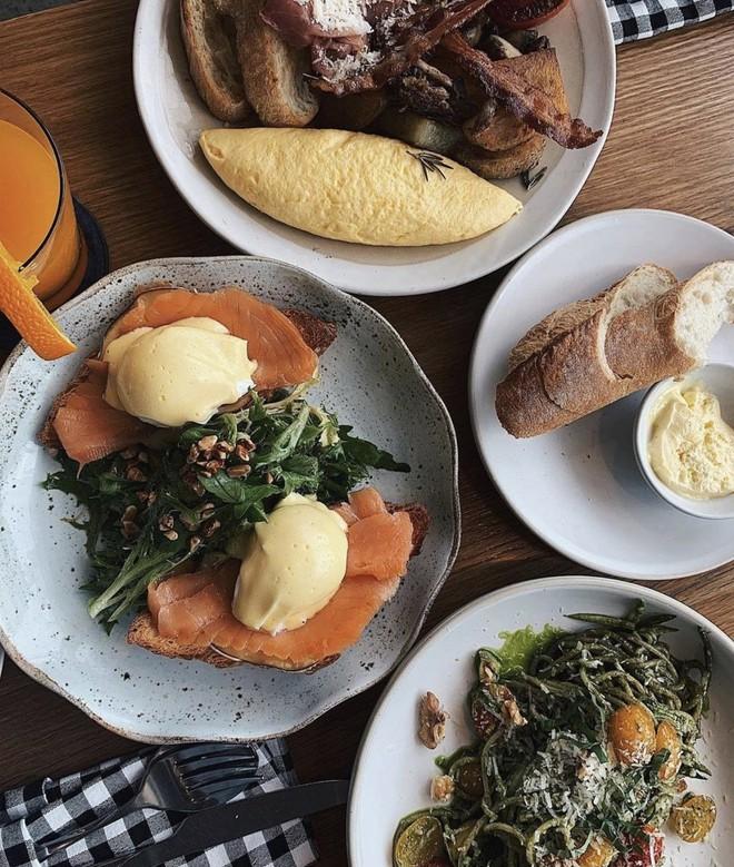 Học ngay những kiểu chụp ảnh đồ ăn chuẩn food blogger này để một người ăn nhưng cả friend list cùng ngon miệng - Ảnh 8.