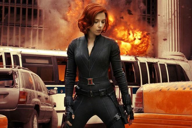 Ngỡ ngàng bộ suit mới của Black Widow: Hẳn stylist của Marvel hơi mù màu, Góa Phụ Đen mặc đồ trắng là sao? - Ảnh 2.