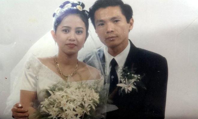 Ảnh cưới 22 năm trước của NSND Trung Anh hot trở lại, ai cũng xuýt xoa vẻ lãng tử một thời của ông bố quốc dân - Ảnh 1.