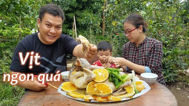 5 kênh du lịch - ẩm thực hot nhất miền Tây: Khoai Lang Thang sắp đạt nút vàng, một YouTuber trẻ tuổi khác đã làm được điều đó từ lâu - ảnh 48