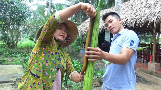5 kênh du lịch - ẩm thực hot nhất miền Tây: Khoai Lang Thang sắp đạt nút vàng, một YouTuber trẻ tuổi khác đã làm được điều đó từ lâu - ảnh 67