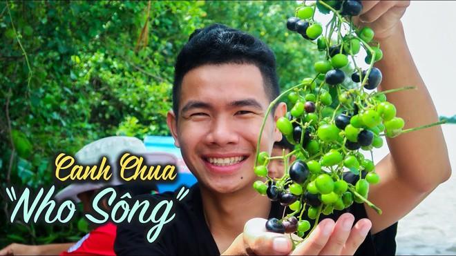 5 kênh du lịch - ẩm thực hot nhất miền Tây: Khoai Lang Thang sắp đạt nút vàng, một YouTuber trẻ tuổi khác đã làm được điều đó từ lâu - ảnh 41