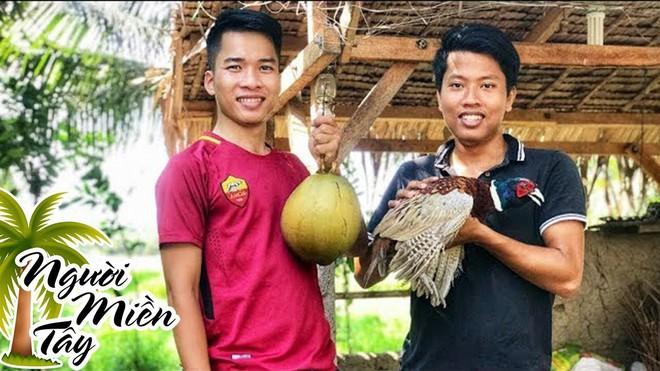 5 kênh du lịch - ẩm thực hot nhất miền Tây: Khoai Lang Thang sắp đạt nút vàng, một YouTuber trẻ tuổi khác đã làm được điều đó từ lâu - ảnh 62