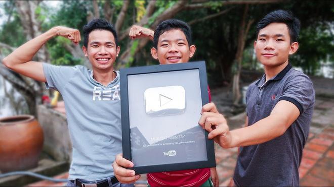 5 kênh du lịch - ẩm thực hot nhất miền Tây: Khoai Lang Thang sắp đạt nút vàng, một YouTuber trẻ tuổi khác đã làm được điều đó từ lâu - ảnh 40