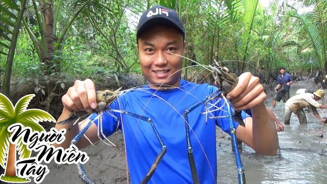 5 kênh du lịch - ẩm thực hot nhất miền Tây: Khoai Lang Thang sắp đạt nút vàng, một YouTuber trẻ tuổi khác đã làm được điều đó từ lâu - ảnh 66