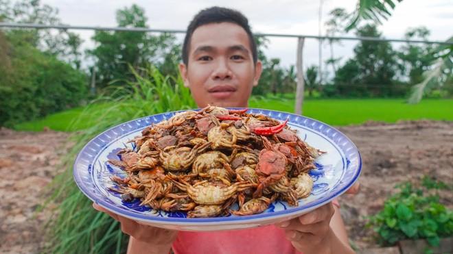 5 kênh du lịch - ẩm thực hot nhất miền Tây: Khoai Lang Thang sắp đạt nút vàng, một YouTuber trẻ tuổi khác đã làm được điều đó từ lâu - ảnh 44