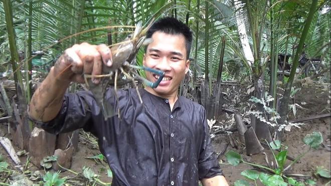 5 kênh du lịch - ẩm thực hot nhất miền Tây: Khoai Lang Thang sắp đạt nút vàng, một YouTuber trẻ tuổi khác đã làm được điều đó từ lâu - ảnh 61