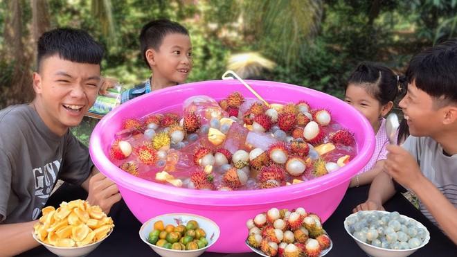 5 kênh du lịch - ẩm thực hot nhất miền Tây: Khoai Lang Thang sắp đạt nút vàng, một YouTuber trẻ tuổi khác đã làm được điều đó từ lâu - ảnh 24