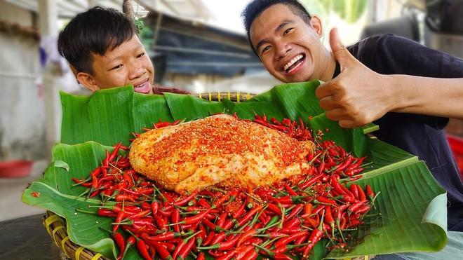 5 kênh du lịch - ẩm thực hot nhất miền Tây: Khoai Lang Thang sắp đạt nút vàng, một YouTuber trẻ tuổi khác đã làm được điều đó từ lâu - ảnh 43