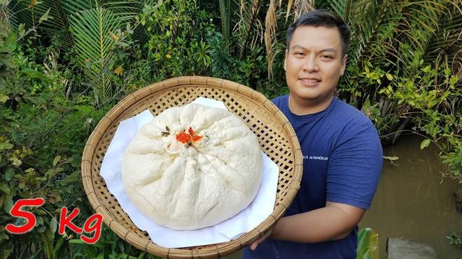 5 kênh du lịch - ẩm thực hot nhất miền Tây: Khoai Lang Thang sắp đạt nút vàng, một YouTuber trẻ tuổi khác đã làm được điều đó từ lâu - ảnh 49