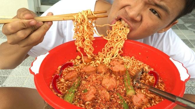 5 kênh du lịch - ẩm thực hot nhất miền Tây: Khoai Lang Thang sắp đạt nút vàng, một YouTuber trẻ tuổi khác đã làm được điều đó từ lâu - ảnh 30