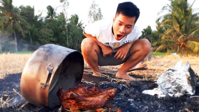 5 kênh du lịch - ẩm thực hot nhất miền Tây: Khoai Lang Thang sắp đạt nút vàng, một YouTuber trẻ tuổi khác đã làm được điều đó từ lâu - ảnh 65