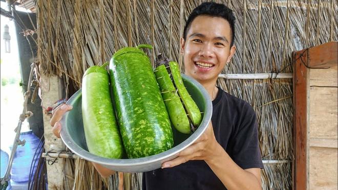 5 kênh du lịch - ẩm thực hot nhất miền Tây: Khoai Lang Thang sắp đạt nút vàng, một YouTuber trẻ tuổi khác đã làm được điều đó từ lâu - ảnh 32