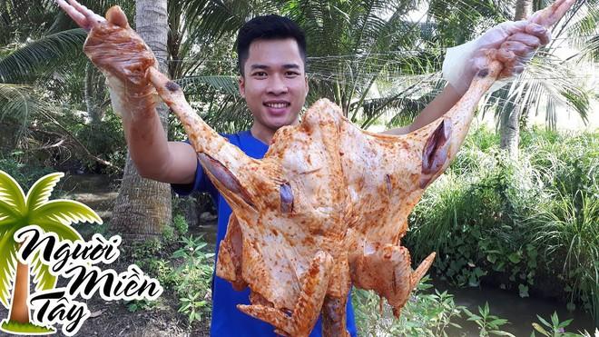 5 kênh du lịch - ẩm thực hot nhất miền Tây: Khoai Lang Thang sắp đạt nút vàng, một YouTuber trẻ tuổi khác đã làm được điều đó từ lâu - ảnh 64
