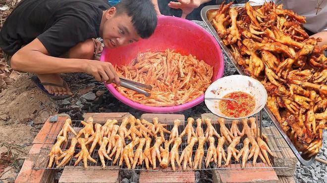 5 kênh du lịch - ẩm thực hot nhất miền Tây: Khoai Lang Thang sắp đạt nút vàng, một YouTuber trẻ tuổi khác đã làm được điều đó từ lâu - ảnh 29