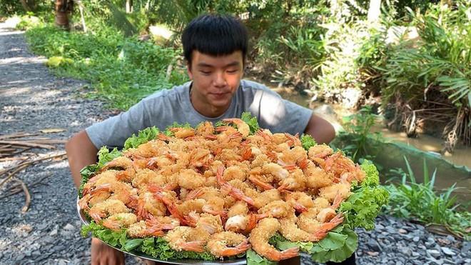 5 kênh du lịch - ẩm thực hot nhất miền Tây: Khoai Lang Thang sắp đạt nút vàng, một YouTuber trẻ tuổi khác đã làm được điều đó từ lâu - ảnh 28