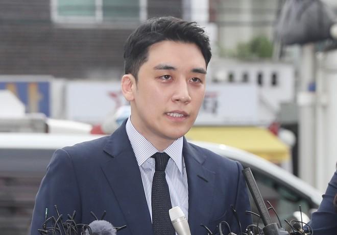 Được thả sau 12 giờ thẩm vấn, Seungri thừa nhận cáo buộc thứ 9 và khẳng định điều gì với cảnh sát? - Ảnh 1.