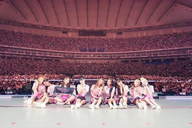 Doanh thu khủng từ các concert mới nhất của idol Kpop: BTS gấp đến 10 lần so với TWICE và BLACKPINK - ảnh 2