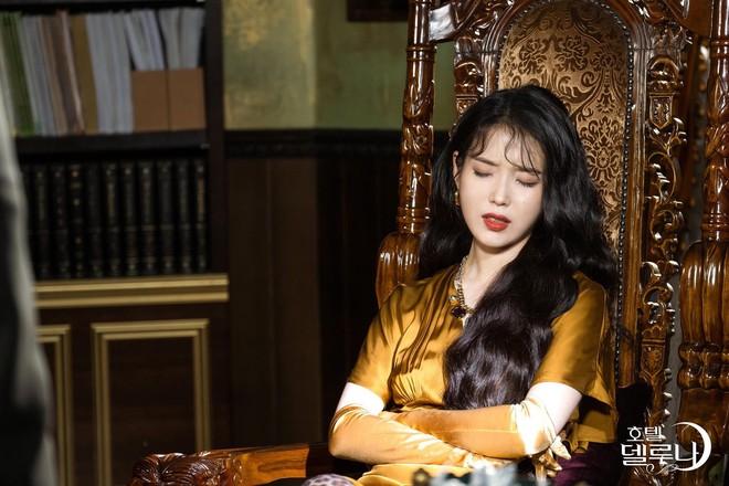 Bí ẩn khó đoán của 3 đệ cứng dưới quyền CEO IU trong Hotel Del Luna: Số 2 tiên phong đẩy quản lí Yeo Jin Goo vào chỗ chết - Ảnh 2.