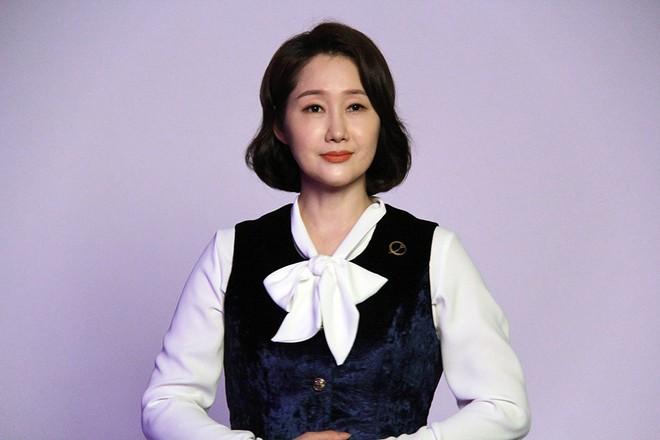 Bí ẩn khó đoán của 3 đệ cứng dưới quyền CEO IU trong Hotel Del Luna: Số 2 tiên phong đẩy quản lí Yeo Jin Goo vào chỗ chết - Ảnh 11.