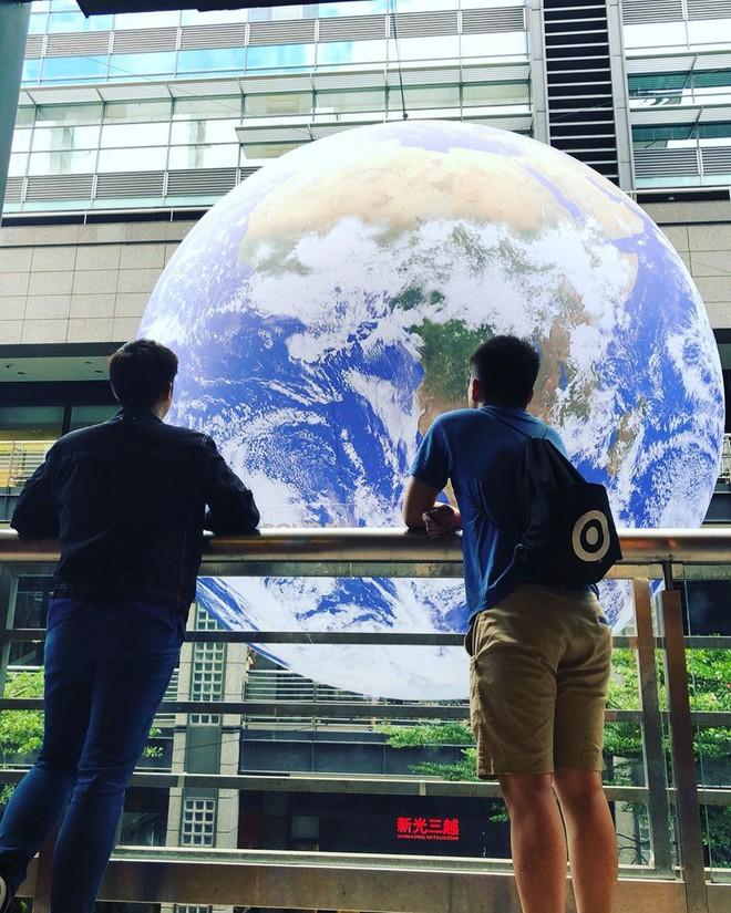 """Góc sửng sốt: Đài Loan """"chơi lớn"""" mang hẳn Trái Đất thu nhỏ xuống trưng bày, giới trẻ đua nhau kéo đến check-in - ảnh 10"""