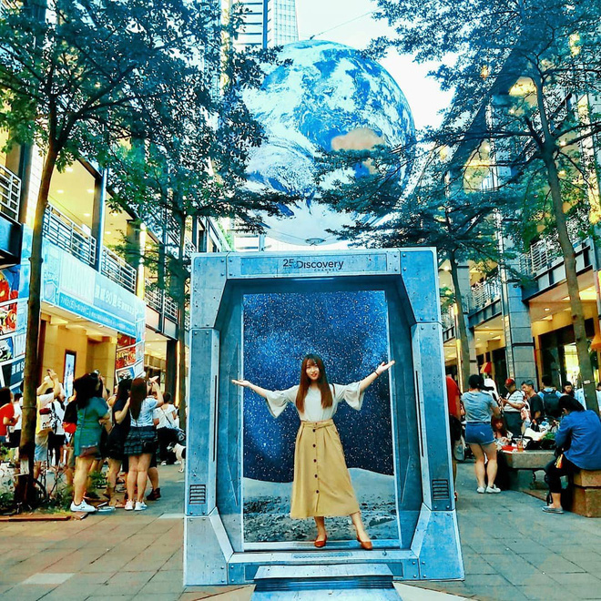 """Góc sửng sốt: Đài Loan """"chơi lớn"""" mang hẳn Trái Đất thu nhỏ xuống trưng bày, giới trẻ đua nhau kéo đến check-in - ảnh 8"""