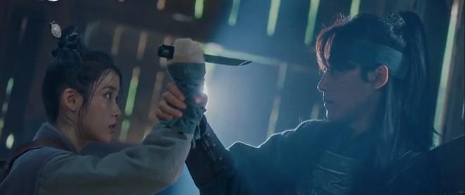 Không chỉ bà chủ IU và anh cận vệ ở Hotel Del Luna, phim Hàn còn tận 4 cặp đôi cướp nước mắt của khán giả - Ảnh 1.
