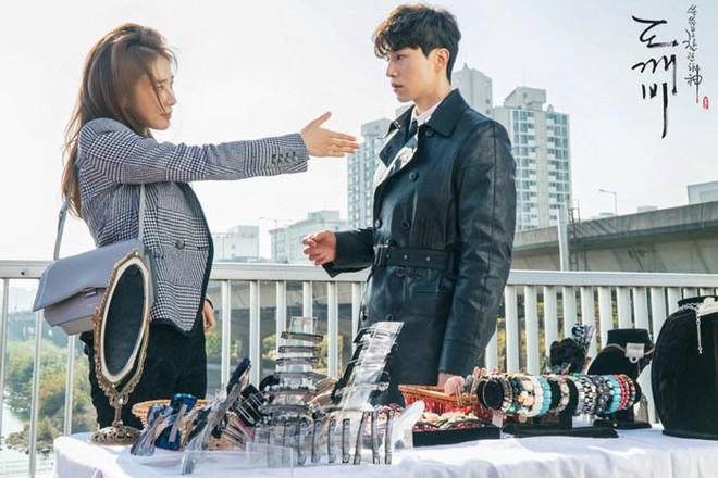 Không chỉ bà chủ IU và anh cận vệ ở Hotel Del Luna, phim Hàn còn tận 4 cặp đôi cướp nước mắt của khán giả - Ảnh 3.