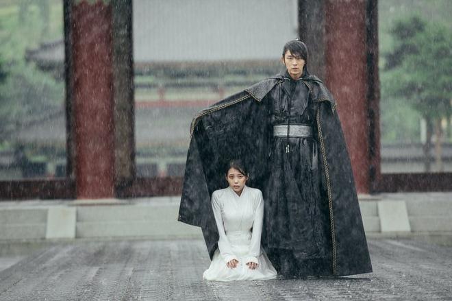 Không chỉ bà chủ IU và anh cận vệ ở Hotel Del Luna, phim Hàn còn tận 4 cặp đôi cướp nước mắt của khán giả - Ảnh 8.