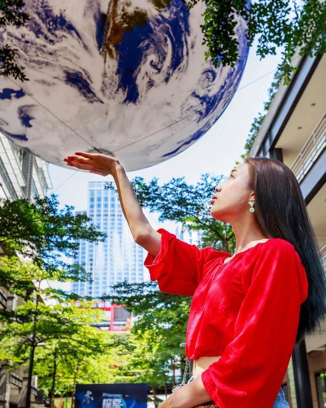 """Góc sửng sốt: Đài Loan """"chơi lớn"""" mang hẳn Trái Đất thu nhỏ xuống trưng bày, giới trẻ đua nhau kéo đến check-in - ảnh 20"""