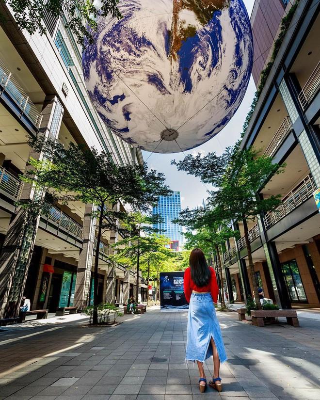 """Góc sửng sốt: Đài Loan """"chơi lớn"""" mang hẳn Trái Đất thu nhỏ xuống trưng bày, giới trẻ đua nhau kéo đến check-in - ảnh 6"""