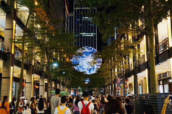 """Góc sửng sốt: Đài Loan """"chơi lớn"""" mang hẳn Trái Đất thu nhỏ xuống trưng bày, giới trẻ đua nhau kéo đến check-in - ảnh 14"""