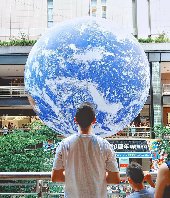 """Góc sửng sốt: Đài Loan """"chơi lớn"""" mang hẳn Trái Đất thu nhỏ xuống trưng bày, giới trẻ đua nhau kéo đến check-in - ảnh 4"""